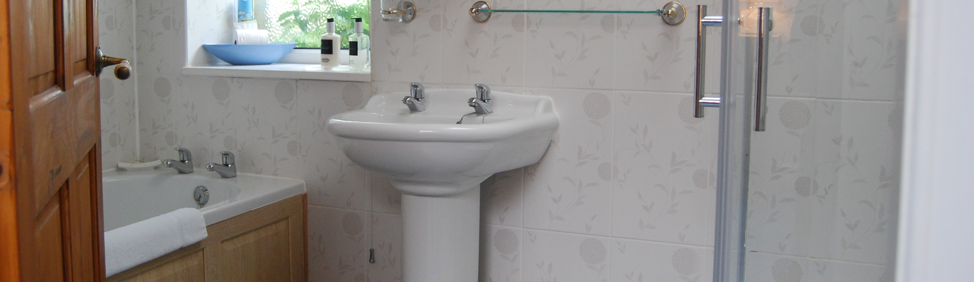 En-suite Bath & Shower